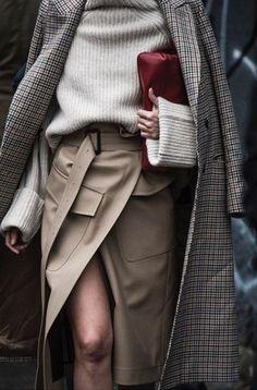 El Mejor Street Style De London Fashion Week Spring 2018 P&D MODEBERATUNG empfiehlt Wickelrock Source by The post El Mejor Street Style De London Fashion Week Spring 2018 appeared first on Create Beauty. Fashion Mode, Fashion Week, Look Fashion, Trendy Fashion, Fashion Outfits, Womens Fashion, Fashion Design, Fashion Trends, Fashion Fall