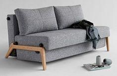 Sofa Cubed z drewnianą podstawą