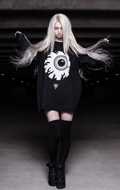 I want the giant eye ball shirt lol OvO