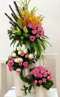 Resultado de imagen para arreglos florales #Arreglosfloralesparamesa Church Flowers, Altar Flowers, Funeral Flowers, Flower Vases, Large Flowers, Exotic Flowers, Beautiful Flowers, Tall Floral Arrangements, Funeral Flower Arrangements