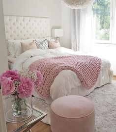Teen Girl Bedrooms exceptional concept - Basic yet cushy teenage girl room tips. For other wonderful decor info why not jump to the image this instant. Dream Rooms, Dream Bedroom, Girls Bedroom, Trendy Bedroom, Young Adult Bedroom, Feminine Bedroom, Bedroom Neutral, Grey And Dusky Pink Bedroom, Summer Bedroom