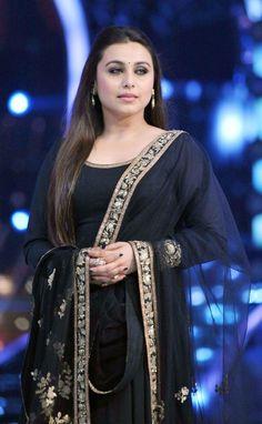 Ravishing Rani Mukerji Promotes Mardaani On Jhalak Dikhhla Jaa Bollywood Funny, Bollywood Girls, Bollywood Stars, Bollywood Celebrities, Hot Actresses, Indian Actresses, Celebrity Couples, Celebrity Photos, Amazons Women