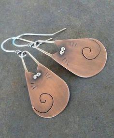 Kitty Earrings-Handmade Jewelry-OOAK-Artisan-Mixed Metal- Sterling Silver- Copper-Dangle-Earrings. #bisuterias #Bisuteriademoda #bisuteria #pulsera #pulseras #collares