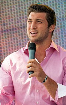 """Tebow draws big crowd to Texas Easter service"" Yahoo! Sports (April 8, 2012)"