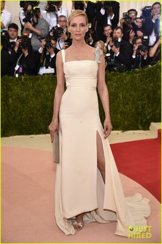 Uma Thurman in a custom Tommy Hilfiger dress, Jimmy Choo shoes and clutch, and a Cartier museum diamond brooch.