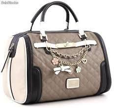 11 July 2018 Modelos de bolsos 47 Views 11 July 2018 Models of bags 47 Views Bags 2018 Guess Purses, Guess Bags, Guess Handbags, Purses And Handbags, Luxury Purses, Chanel Tote, Bags 2018, Beautiful Handbags, Vuitton Bag