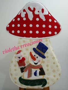 Christmas Stockings, Diy And Crafts, Holiday Decor, Vestidos, Christmas Cushions, Christmas Crafts, Crochet Cushions, Christmas Ornaments Handmade, Covering Chairs