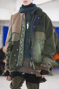 Sacai Fall 2018 Men's Fashion Show Details - The Impression Fashion 2018, Sport Fashion, Fashion Brands, Men's Fashion, Winter Fashion, Fashion Show, Fashion Design, Fashion Boots, Outfit Hombre Casual