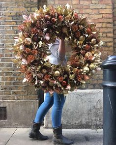 New Covent Garden Market is London's finest fruit, veg and flower wholesale market. Christmas Trends, Christmas Swags, Christmas Flowers, Christmas Door, Christmas Crafts, Wreaths And Garlands, Xmas Wreaths, Enchanted Flowers, Fall Deco