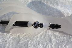 #Kugelschreiber #schreiben #Perlen #Herz #schwarz #silber #Strass Hier aus meiner Kollektion Schmuckkugelschreiber ein Exemplar mit einem wunderschönen Perlenmix. Der Kugelschreiber ist aus...