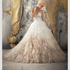 #ombre #ombrewedding #ombreweddingdress #fairytale #princess #bride #bridal #wedding #weddingday #weddingdress