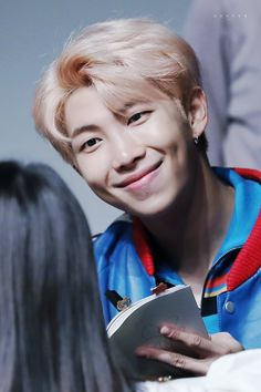 His dimples are illegal❤