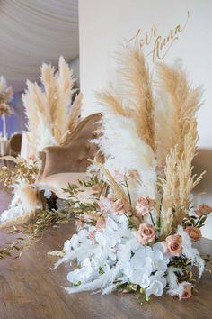 ideas for bridal shower backdrop boho Bridal Shower Balloons, Bridal Shower Backdrop, Bridal Shower Flowers, Wedding Ceremony Backdrop, Bridal Shower Favors, Floral Wedding, Wedding Flowers, Beach Flowers, Pin On