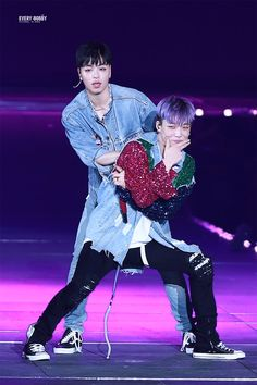 Junhoe and Bobby dancing together in Best Friend Ikon Junhoe, Ikon Kpop, Hanbin, Korean Bands, South Korean Boy Band, Yg Entertainment, Ikon Member, Warner Music, Jay Song