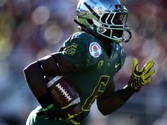 Wisconsin  Oregon debuted a new Nike Pro Combat integrated uniform system  in the Rose Bowl Game. De Anthony Thomas returns a kick wearing a new green  jersey ... 5cae63296