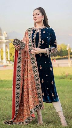 Beautiful Pakistani Dresses, Pakistani Formal Dresses, Pakistani Dress Design, Pakistani Outfits, Beautiful Dresses, Fancy Dress Design, Bridal Dress Design, Stylish Dress Designs, Stylish Dresses For Girls
