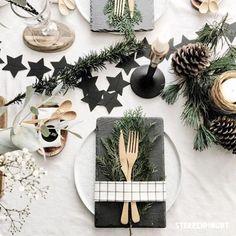 #christmas#christmastime#christmastable#table#tablesetting#christmastablesetting#christmastablesettings#stars#kongle#kongler#stjerne#stjerner#bestikk#gold#snow#winter#vinter#snø#julestemning#julebord#julebord2016