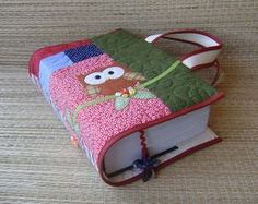 carry your book with you Bible Bag, Sewing Crafts, Sewing Projects, Fabric Book Covers, Crochet Coat, Bible Covers, Fabric Journals, Quilt Patterns Free, Cool Diy Projects