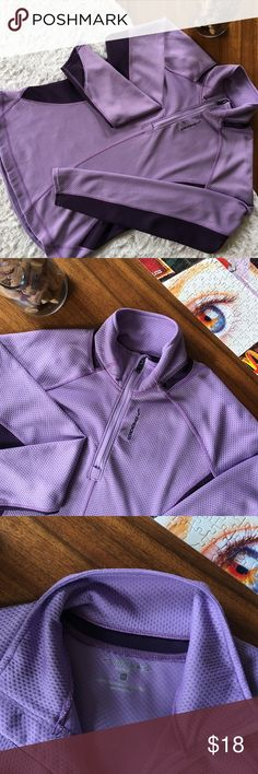 BROOKS • Podium 1/2 Zip Brooks Podium 1/2 Zip Pullover in Lavender • Dark Purple Accents • Thumb Holes • Quilted Design Pattern • Size Medium • Body & Corps: 100% Polyester • Great Running Top! Brooks Tops