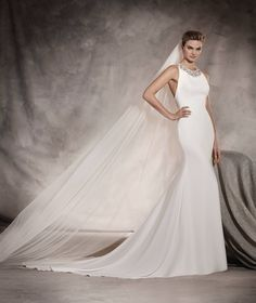 Anoeta - Wedding dress with gemstones that runs down the neck and back