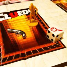 manhãs perfeitas: Foi o Coronel Mustard com a pistola... na sala de jogos 🎲 // INSTAGRAM