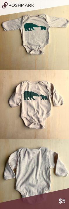Old Navy Mama And Baby Bear Onesie, 0-3 months Old Navy cute Mama and Baby Bear onesie in great condition, size 0-3 months. Light oatmeal color with green bears. Great condition, No stains or spots. Smoke free and pet free home. Ships same day! Old Navy One Pieces Bodysuits
