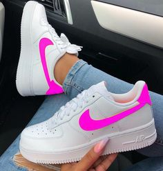 este tenis e muinto lindo- Anastasia Mrd- Nike Sneakers, Sneakers Fashion, Fashion Shoes, Souliers Nike, Basket Style, Nike Shoes Air Force, Sneaker Outfits, Sneaker Boots, Sporty Outfits