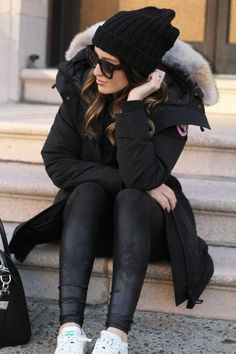 All black winter style – beanie and Canada Goose parka (and Adidas Stan S… LOVE! All black winter style – beanie and Canada Goose parka (and Adidas Stan Smith sneakers) Related Warm. Parka Outfit, Fall Winter Outfits, Winter Wear, Autumn Winter Fashion, Dress Winter, Winter Clothes, Winter Dresses, Fashion Fall, New York Winter Outfit