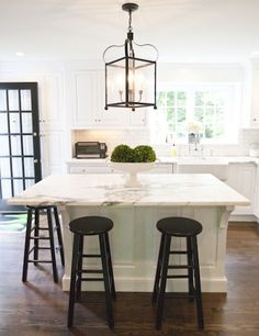 Kitchen Lantern - Design photos, ideas and inspiration. Amazing gallery of interior design and decorating ideas of Kitchen Lantern in dining rooms, kitchens by elite interior designers. Kitchen Island With Seating, Kitchen Island Lighting, Kitchen Island No Sink, Square Island Kitchen, Square Kitchen Layout, Island Table, Island Bench, New Kitchen, Kitchen Decor