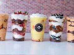 Postres en vasos para vender #postresenvaso #postres #postrefacil Mini Dessert Shooters, Dessert Shots, Mini Desserts, Cookie Desserts, Dessert Recipes, Mini Cakes, Cupcake Cakes, Cupcakes, Dessert Boxes