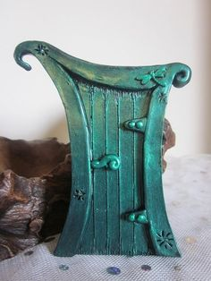 Items similar to Fairy Door - Dragonfly Magic (Metallic Green) on Etsy Fairy Garden Doors, Fairy Garden Houses, Fairy Doors, Clay Fairy House, Theme Harry Potter, Fairy Crafts, Clay Fairies, Fairy Furniture, Paperclay