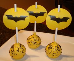 Like the idea of paper circles to dress up the cake popsBatman CakePoPs