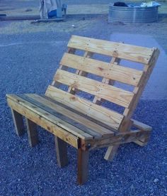 This outside chair... or inside out of pallets ... amazing Idea Adjust the depth of the seat, set the back 1 more slat back and you could add pillows Love it!~ 35 Amazing Uses For Old Pallets