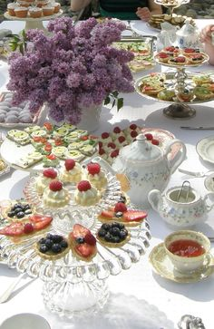 51 Ideas Garden Party Food Display Tea Sandwiches For 2019 Brunch Party, Tea Party, Brunch Table, Sunday Brunch, Brunch Mesa, English Afternoon Tea, Tea Display, Afternoon Tea Parties, Tea Sandwiches