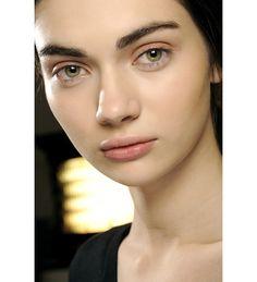 L'épiderme healthy chez Suno http://www.vogue.fr/beaute/tendance-des-podiums/diaporama/la-fashion-week-de-new-york-cote-make-up/11837/image/701097#l-epiderme-healthy-chez-suno