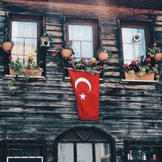 Türk Ready To Play, Wonderful Places, Ladder Decor, Istanbul, Finding Yourself, Flag, Table Decorations, Wallpaper, Instagram