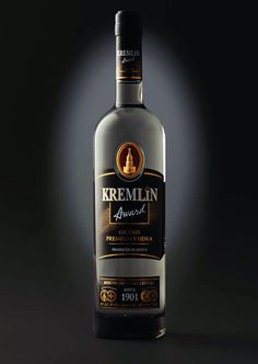 Kremlin Award Vodka on Packaging of the World - Creative Package Design Gallery Wine Bottle Labels, Drink Bottles, Vodka Bottle, Cigars And Whiskey, Scotch Whiskey, Vodka Drinks, Alcoholic Drinks, Alcohol Dispenser, Russian Vodka