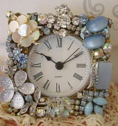 Ways to repurpose old jewelry, repurpose old jewelry, repurposed jewelry, jewelry crafts, recycled jewelry, Mary Tardito channel, DIY Hobby and Lifestyle, crafts ideas, recycled crafts ideas, vintage jewelry decor, diy jewelry crafts, Bijoux crafts, Crafts to Make and Sell #jewelrymakingandselling
