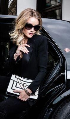 Nyc Girl, City Girl, London Lifestyle, Rosie Huntington Whiteley, London City, Color Pop, Leather Jacket, Glamour, Blazer