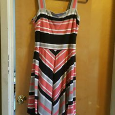 women's summer dress stripped pattern summer dress that reaches just above the knees can be worn with a blazer to jazz it up. Base of the zipper needs a little fixing. Banana Republic Dresses Midi
