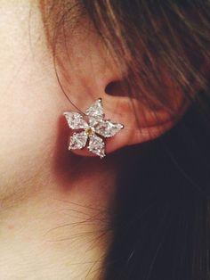 ✬  very audrey earrings