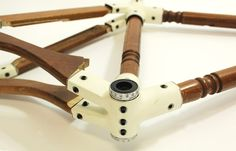 product design students doron manber and liran cohen of hadassah college in jerusalem have designed a minimalist modular bicycle.