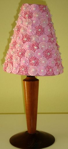 fuxico.....(the most sweetest, daintiest lampshade ever! pink yoyos are so girly!)....