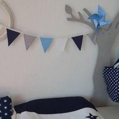 dispo banderole guirlande fanions tissus bleu ciel bleu marine blanc toiles