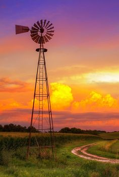 wind mill, colorful evening sky with clouds Beautiful Sunset, Beautiful World, Farm Windmill, Windmill Art, Old Windmills, Nature Landscape, Country Scenes, Water Tower, Old Barns