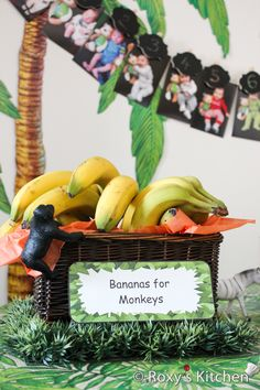 Safari / Jungle Themed First Birthday Party Dessert Ideas: Bananas Animal Themed Birthday Party, Jungle Theme Birthday, Jungle Theme Parties, Lion King Birthday, Birthday Party Desserts, Safari Birthday Party, Monkey Birthday, Boy Birthday Parties, Birthday Party Decorations