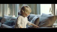 HOME AT LAST 2016 | GROUNDPIECE. HOME AT LAST, IN SHOWROOM.  LA PROMESSA FLEXFORM IN UN NUOVO VIDEO.  Una breve storia di quotidianità e complicità. È quella raccontata nel nuovo video FLEXFORM. Protagonista il divano Groundpiece, che accoglie un padre ed un figlio con tale naturalezza, da sortire in loro l'effetto che FLEXFORM vuole infondere con tutti i suoi prodotti: sentirsi a casa, ovunque.