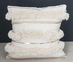 DIY Moroccan wedding ceiling pillow - Home And Decor Handmade Pillows, Diy Pillows, Pillow Ideas, Cushions, Throw Pillows, Diy Décoration, Easy Diy, Diy Sharpie, Diy Love