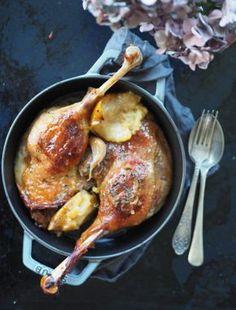 Gęsie uda pieczone z sokiem jabłkowym i szarą renetą. Na Marcina gęś na stole, którą nade wszystko wolę! Poultry, Pork, Food And Drink, Dishes, Chicken, Cooking, Kitchen, Recipes, Asia
