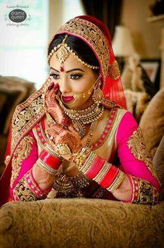 Anarkali ♥ lengha ♥ bridal lehenga ♥ jewellery ♥ Indian ♥ fusion ♥ wedding ♥ dress ♥ saree ♥ sari ♥ hair ♥ desi ♥ tikka ♥ henna ♥ menhdi ♥ bride ♥ what lovely eye's yeah👍 Indian Bridal Makeup, Asian Bridal, Bridal Beauty, Bridal Outfits, Bridal Dresses, Look Fashion, Indian Fashion, Fashion Tips, Bollywood